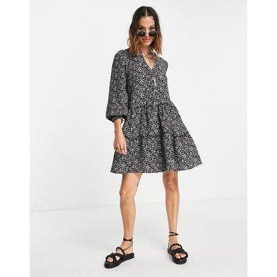 Vero Moda – Gestuftes Mini-Hängerkleid mit Muster-Schwarz | VERO MODA SALE