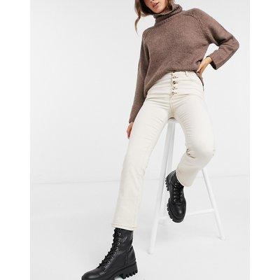 Vero Moda – Jeans mit geradem Schnitt, Knopfdetail und farblich abgesetztem Saum in Weiß | VERO MODA SALE