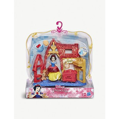 Snow White's Cottage Kitchen play set
