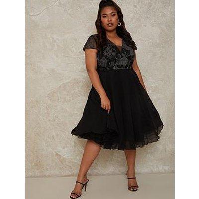 Chi Chi London Chi Chi Plus Size V Neck Cap Sleeve Embroidered Midi Dress