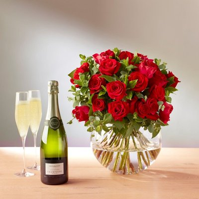 Fortnum & Mason St. Valentine's Roses With Champagne, 20 Stems