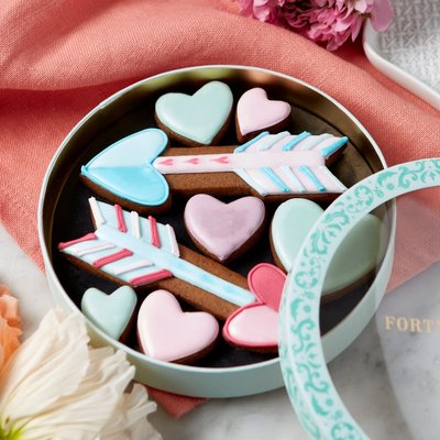 Fortnum & Mason Hearts & Arrows Iced Biscuits, 63G