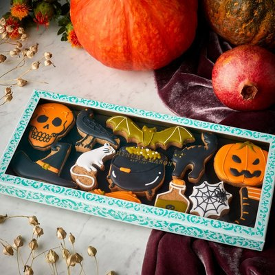 Fortnum & Mason Witches & Their Familiars Iced Biscuits, 162g