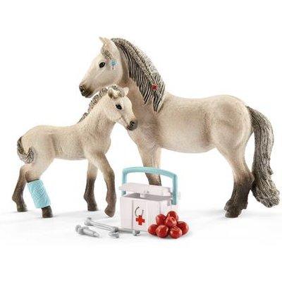 Schleich Horse Club Hannah's First Aid Kit Playset