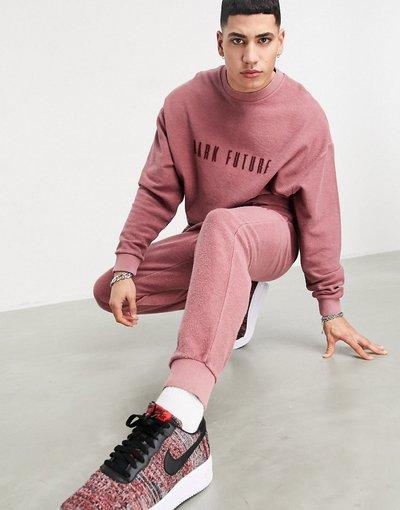 Novita Rosso uomo Tuta sportiva rosa con lavaggio al rovescio e logo ricamato - ASOS Dark Future - Rosso