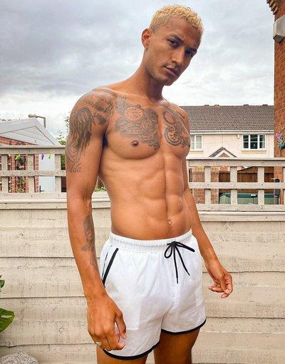 Costume Bianco uomo Pantaloncini da bagno stile running in tessuto antistrappo trasparente con bordi neri e interno bianco - ASOS DESIGN