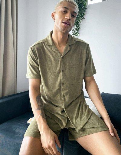 Pigiami Verde uomo Pigiama con camicia e pantaloncini in spugna color kaki - ASOS DESIGN - Verde