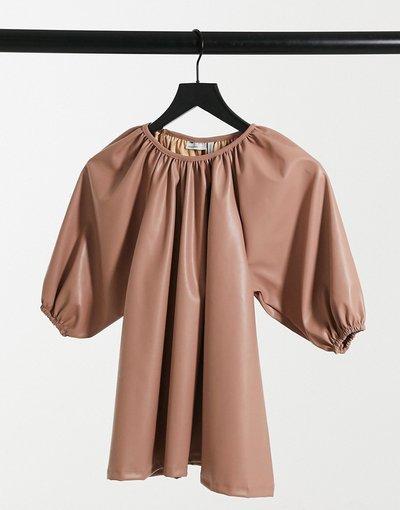 Camicia Beige donna Top grembiule a trapezio in pelle sintetica color sabbia - ASOS DESIGN - Beige