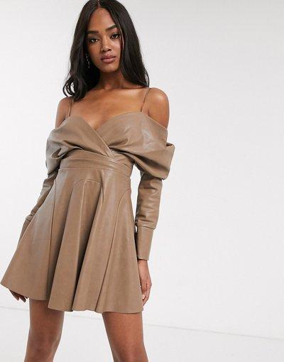 Beige donna Vestito corto extra largo con spalle scoperte in ecopelle PU - ASOS DESIGN - Beige