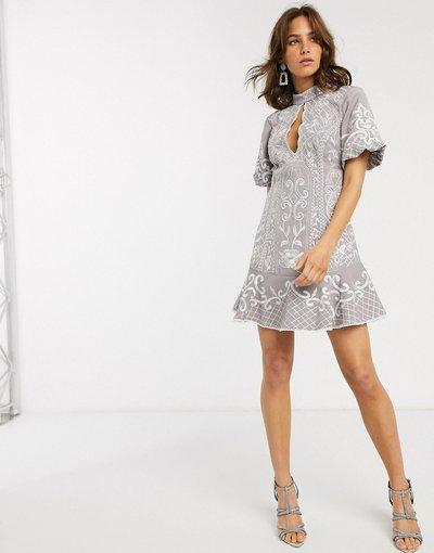 Grigio donna Vestito corto ricamato con apertura a goccia e fondo peplo - ASOS DESIGN - Grigio