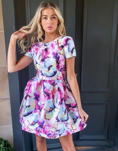 Multicolore donna Vestito corto strutturato con stampa mista e maniche ad aletta - Chi Chi London - Multicolore