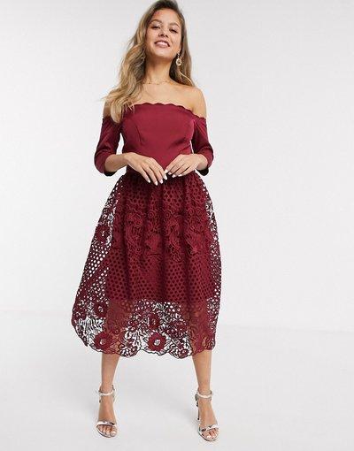 Rosso donna Vestito da prom in pizzo con scollo alla Bardot bordeaux - Shannan - Chi Chi - Rosso