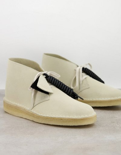Stivali Bianco uomo Desert boots bianco sporco in tessuto scamosciato - Clarks Originals