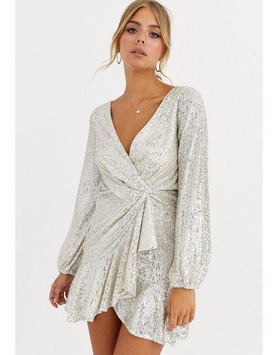 Argento donna Vestito a portafoglio con paillettes e fondo morbido argento - Forever New