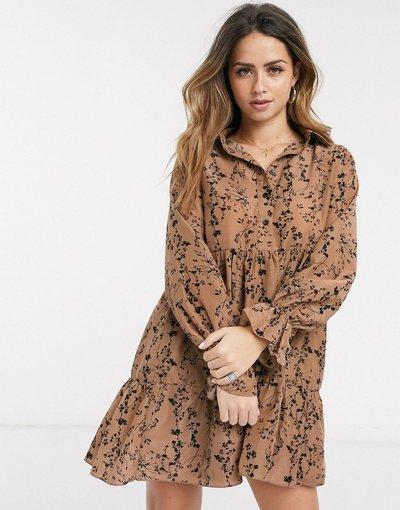 Multicolore donna Vestito grembiule con piegha stile camicia a fiori grigio talpa - In The Style x Billie Faiers - Multicolore