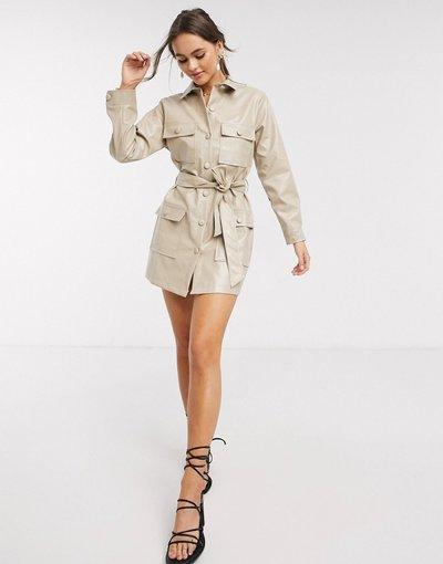 Beige donna Vestito multitasche in ecopelle PU cammello con bottoni - In The Style x Stephsa - Beige