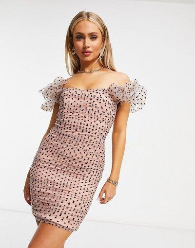 Rosa donna Vestito fasciante in rete plumetis con scollo alla Bardot rosa a pois - Rare London