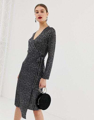 Nero donna Vestito a portafoglio plissettato con stampa leopardata metallizzata - River Island - Nero