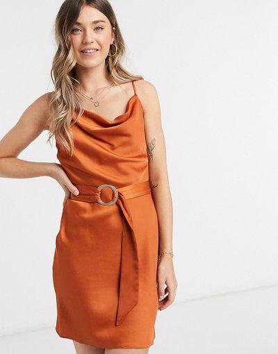 Rosso donna Vestito corto a sottoveste in raso con cintura ruggine - River Island - Rosso