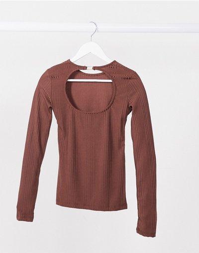 T-shirt Nero donna Top marrone in jersey a maniche lunghe aperto sul retro - Stradivarius - Nero