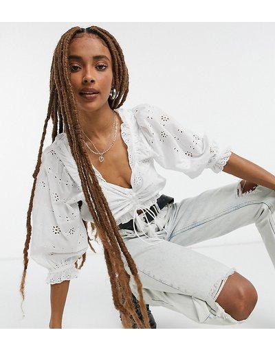 Bianco donna Top bianco con arricciatura e ricami - Urban Bliss
