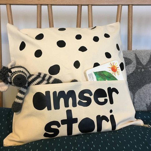 Welsh Story Time Pocket Cushion