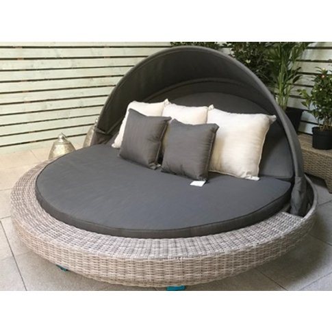 Madison Large Round Daybed - Fine Grey Wicker