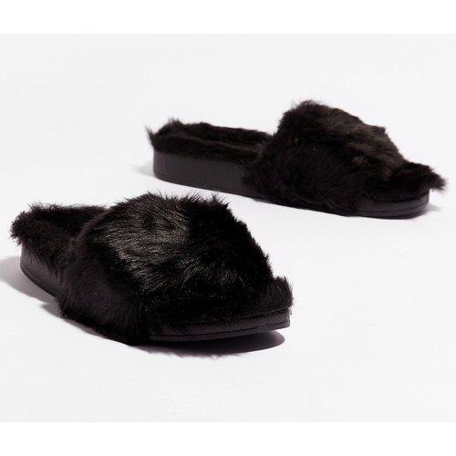 Womens Chaussons Style Claquette En Fausse Fourrure - Nasty Gal - Modalova
