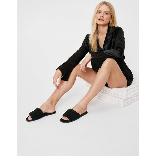 Womens Chaussons Style Claquettes Effet Peau De Mouton - Nasty Gal - Modalova
