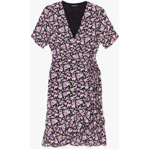 Womens Dressing Gown Portefeuille À Imprimé Fleuri - Nasty Gal - Modalova
