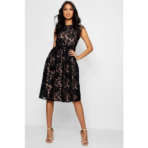 Collection Robe Patineuse Brodée En Organza - boohoo - Modalova