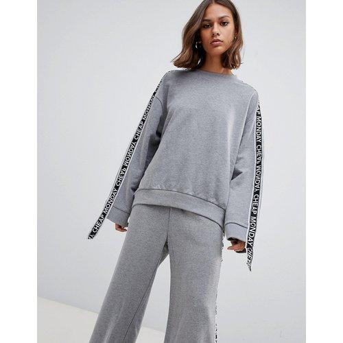 Sweatshirt & Hoodie im Sale - Cheap Monday - Further - Sweatshirt mit Riemendesign an den Ärmeln - Grau