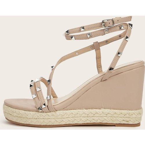 Chaussures compensées cloutées - SHEIN - Modalova