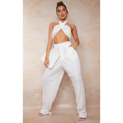 Pantalon droit blanche à pinces en maille tissée plissée - PrettyLittleThing - Modalova