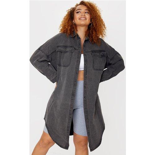 PLT Plus - Chemise longue en jean délavé oversize - PrettyLittleThing - Modalova