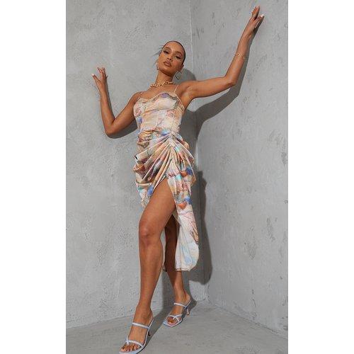 Robe satinée mi-longue à corset et jupe froncée imprimé marbre - PrettyLittleThing - Modalova