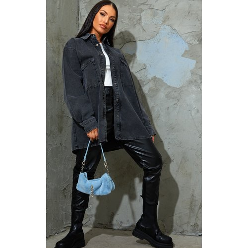 Chemise boyfriend oversize en jean noir délavé - PrettyLittleThing - Modalova