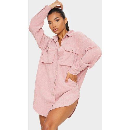 Robe chemise en velours côtelé à détail poches - PrettyLittleThing - Modalova