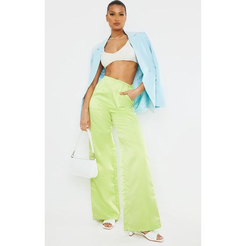 Pantalon satiné ceinturé à taille haute - PrettyLittleThing - Modalova