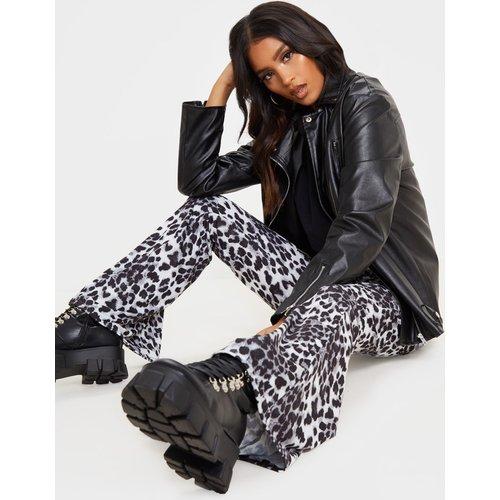 Pantalon flare à imprimé léopard  - PrettyLittleThing - Modalova