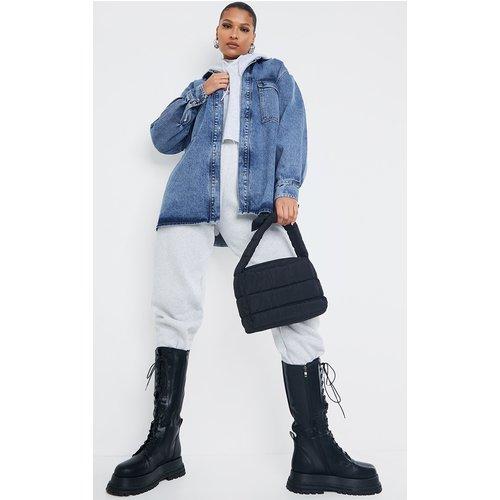 Chemise boyfriend oversize en jean moyennement délavé - PrettyLittleThing - Modalova