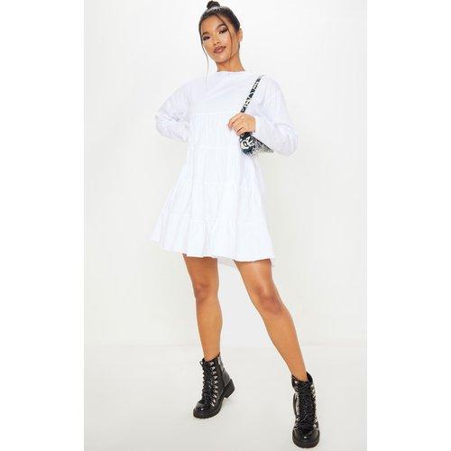 Robe blouse manches longues blanche à étages et col ras-du-cou - PrettyLittleThing - Modalova