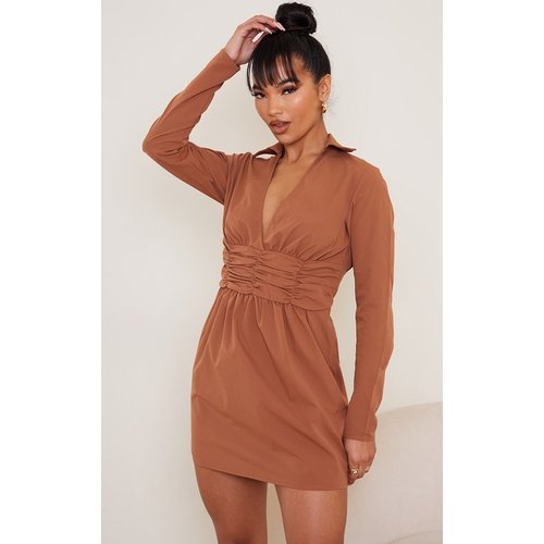Robe chemise manches longues à taille froncée - PrettyLittleThing - Modalova