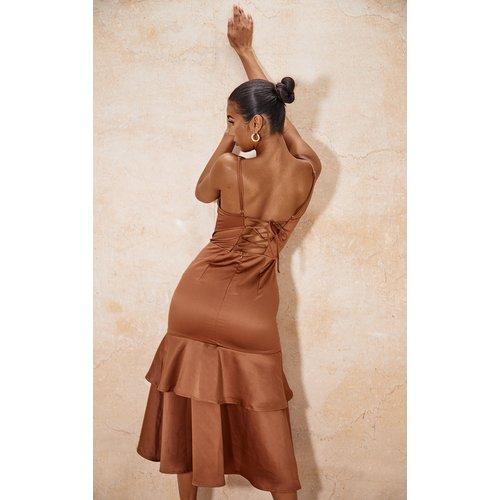 Robe mi-longue satinée à jupe volantée et laçage - PrettyLittleThing - Modalova