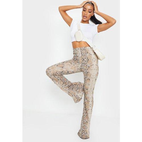 Pantalon flare marron imprimé serpent - PrettyLittleThing - Modalova