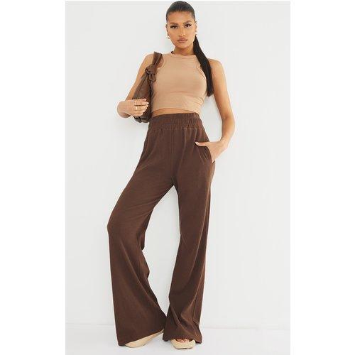 Pantalon droit taille haute très côtelé chocolat - PrettyLittleThing - Modalova