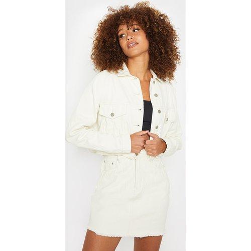 Veste en jean courte non colorée - PrettyLittleThing - Modalova