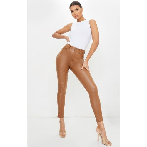 Jean skinny marron clair enduit - PrettyLittleThing - Modalova