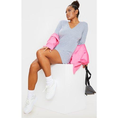 Robe t-shirt basique à col en V et manches longues - PrettyLittleThing - Modalova