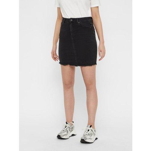 Mini-jupe En jean avec ourlet effiloché - Pieces - Modalova